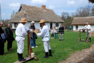 May Day with Kolberg at a Rural Museum - miniatura